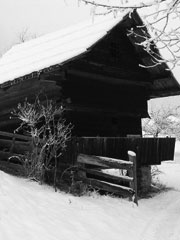 b&w picture of a snowy barn